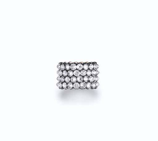 ペレルマンとの結婚指輪と言われている逆さまにセットされた4列のダイヤが特徴の指輪。落札価格$156,000