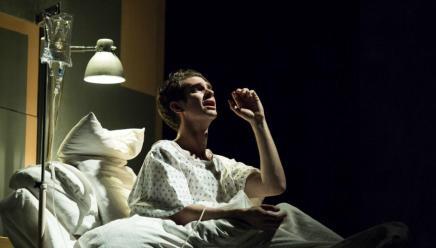 ネイサン・レインとアンドリュー・ガーフィールド出演の『エンジェルス・イン・アメリカ』が来春ブロードウェイにトランスファー